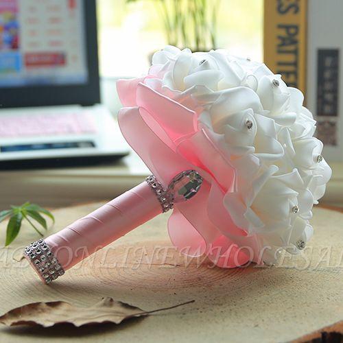 باقة الزفاف من الحرير الأبيض مع مقابض ملونة