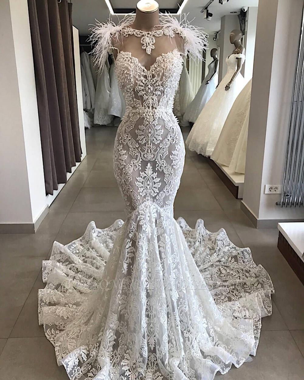 Vestido de novia largo de encaje blanco con espalda abierta de lujo con escote de piel