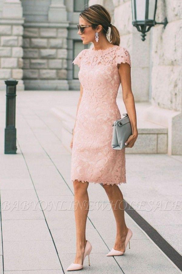 Vestido de regreso a casa corto de encaje de columna de mangas cortas rosa hasta la rodilla