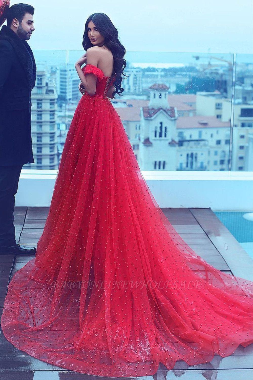 Vestido de fiesta formal de tul con hombros descubiertos y una línea de noche romántica