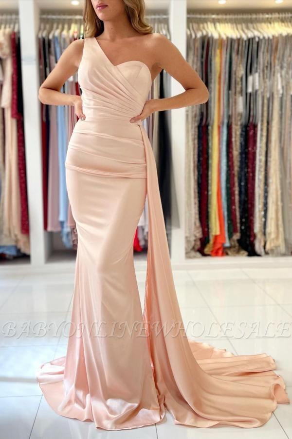 Очаровательное тонкое вечернее платье на одно плечо с русалкой