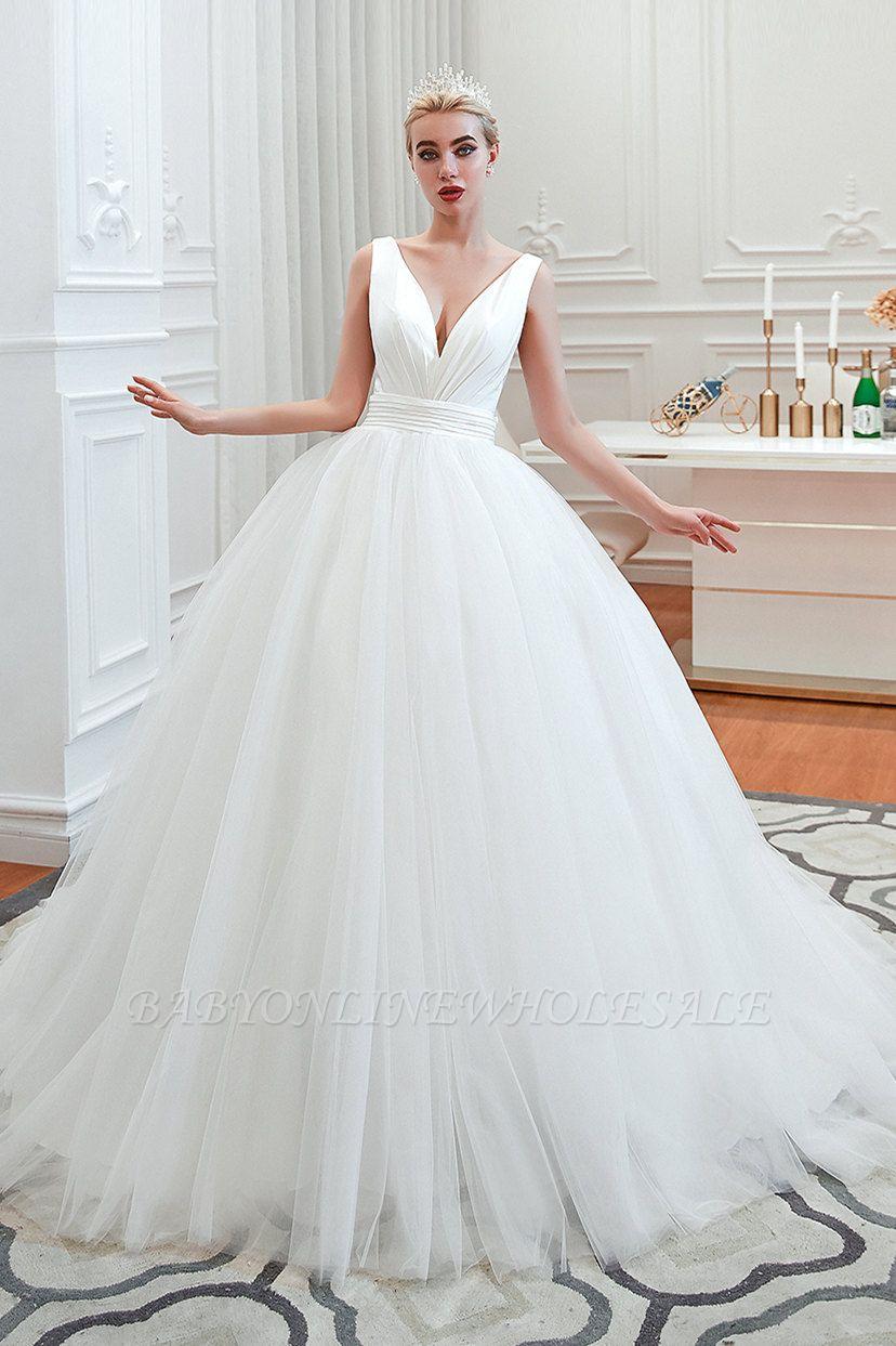 Sexy ärmellose weiße Prinzessin Frühling Brautkleid mit V-Ausschnitt   Elegante Brautkleider mit niedrigem Rücken und Gürtel