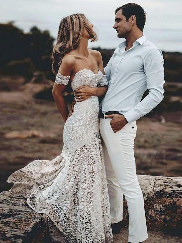 Elegnat Ivory Strapless Mermaid Lace Beach Wedding Dress Online with Lace Bracelet