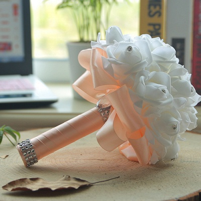 باقة الزفاف من الحرير الأبيض مع مقابض ملونة_4