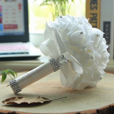 باقة الزفاف من الحرير الأبيض مع مقابض ملونة_1