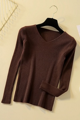 Soft V-neck fitted knit sweater with dropped shoulders with ribbing at cuffs and hem_3
