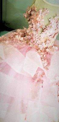 Belle bijou manches courtes à plusieurs niveaux robes de demoiselle d'honneur en tulle avec des fleurs à la main | Robe de concours de petite fille longue transparente_5