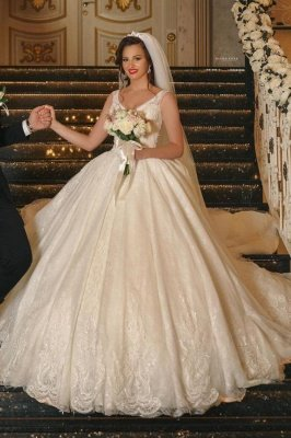 Glamorous White C-Neck Ball Gown Aline Wedding Dress with Romantic Lace Appliques